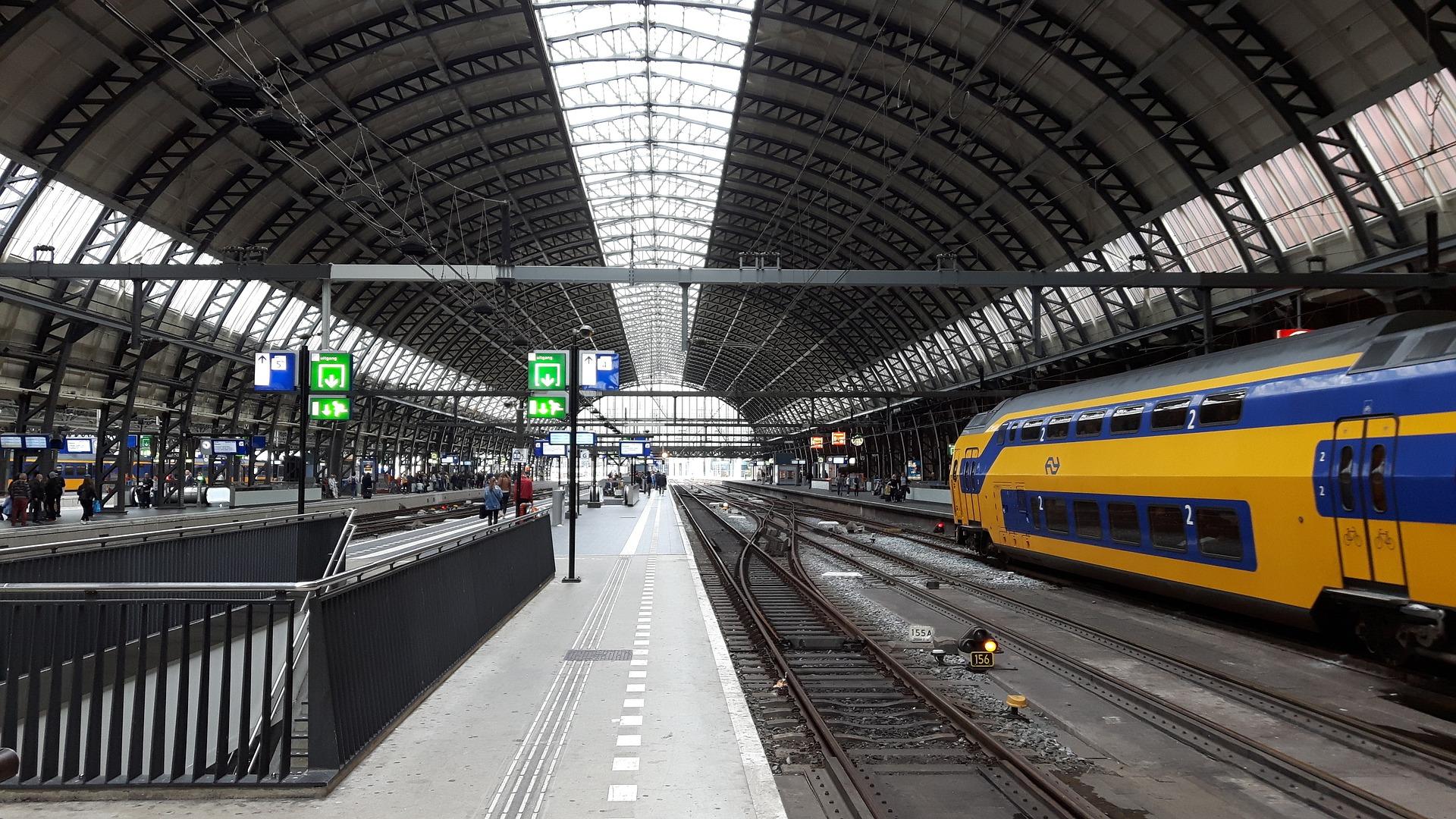 station-2740165_1920